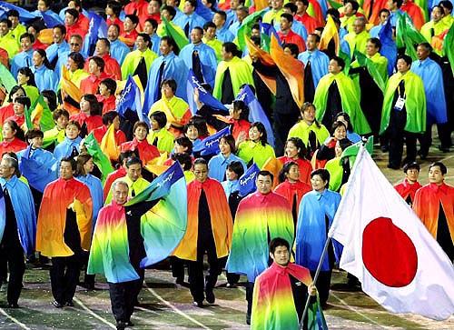 【国内】 <性的少数者>虹色の旗で理解呼びかけ…東京でパレード [転載禁止]©2ch.net YouTube動画>1本 ->画像>17枚